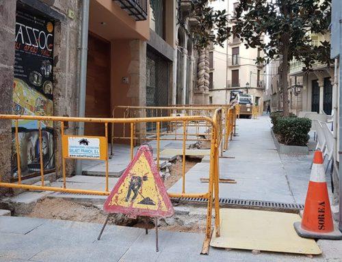 Soterren el cablejat elèctric aeri de la porta de l'Olivera de la Catedral de Tortosa