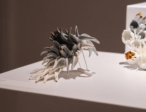 L'Escola d'Art de la Diputació a Tortosa reobre l'exposició de joieria artística 'The garden of delights' de la dissenyadora Raluca Buzura