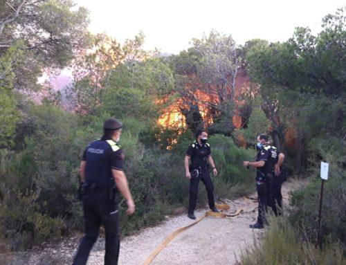 L'incendi declarat a la zona de Collredó a Tortosa obliga a desallotjar 18 persones de diversos habitatges