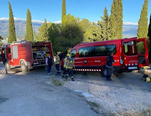Una desena de dotacions de Bombers continuen treballant en l'extinció de l'incendi a la zona de Collredó de Tortosa