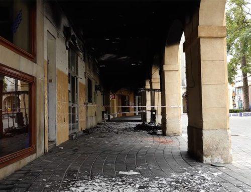 L'incendi d'uns cavallets de fira deixen negres els Porxes de la Ràpita
