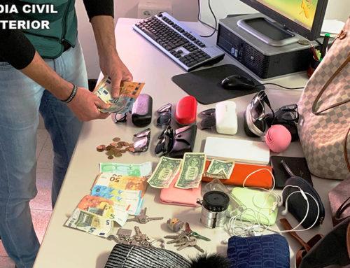 Detingudes tres persones a Vinaròs acusades de robar a persones grans a la sortida de supermercats