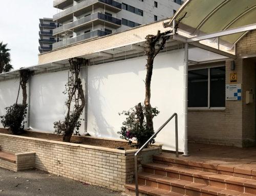 L'Ajuntament de l'Ampolla construeix un aixopluc a l'exterior del CAP per millorar l'atenció a la ciutadania