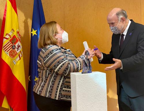 El subdelegat del Govern, Joan Sabaté, lliura el reconeixement Meninas 2020 a l'Oficina d'Atenció a la Víctima del Delicte de les Terres de l'Ebre