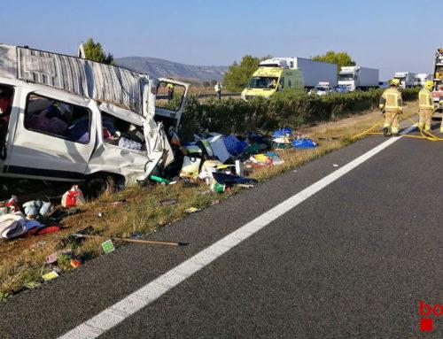 El conductor d'una furgoneta resulta ferit lleu en topar el vehicle contra la mitgera de l'AP-7 a Ulldecona