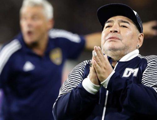 Mor Diego Armando Maradona d'una aturada cardíaca