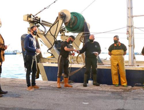 El GALP dona mascaretes certificades a tot el sector pesquer i aqüícola de la costa de l'Ebre