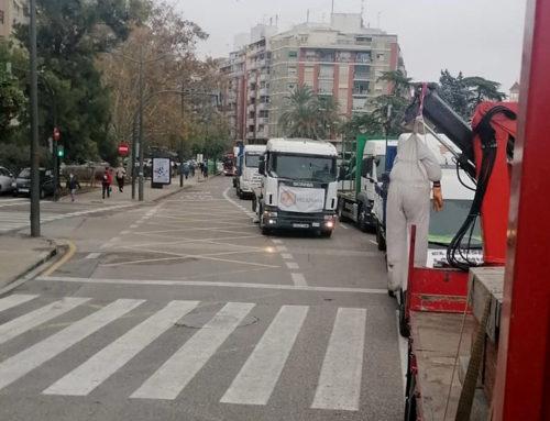 Apicultors ebrencs secunden la protesta en contra de la normativa valenciana que limita la producció de mel de taronger