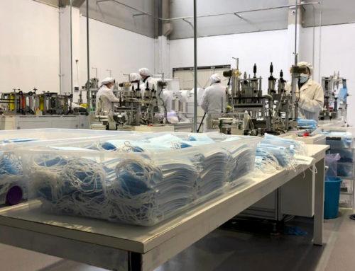 La família Qu de Tortosa fabrica 215.000 mascaretes quirúrgiques diàries al polígon industrial del Baix Ebre