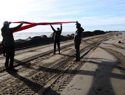 Despleguen una creu vermella per denunciar la fragilitat del Trabucador per la retenció de sediments als embassaments