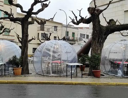 Una empresa de Móra la Nova dissenya iglús transparents per salvar la restauració en temps de covid