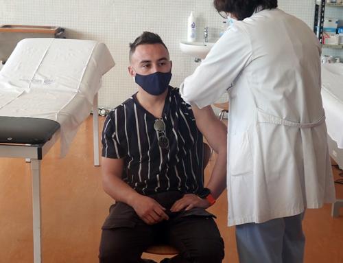 Els sanitaris de l'Hospital Comarcal de Móra d'Ebre reben les primeres dosis de la vacuna contra la covid-19