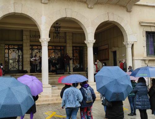 Amposta reivindica el Dia Internacional de les Dones al carrer tot i la pluja