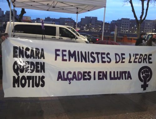 El 8-M aplega un centenar de persones a Tortosa que denuncien com la pandèmia ha empitjorat la situació de les dones