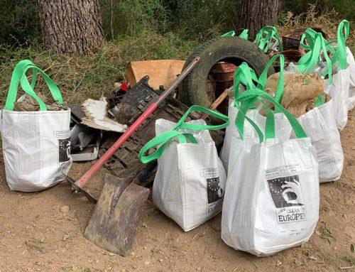 Retiren més de 3.000 kg de brossa, runa i deixalles a l'entorn de l'Ebre a Miravet