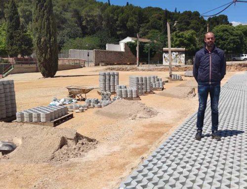 El nou aparcament d'autocaravanes de Roquetes va prenent forma