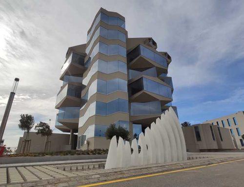 El Port Tarragona treballa en la reparació de la singular escultura contemporània 'La NAO' situada a l'entrada del nou edifici