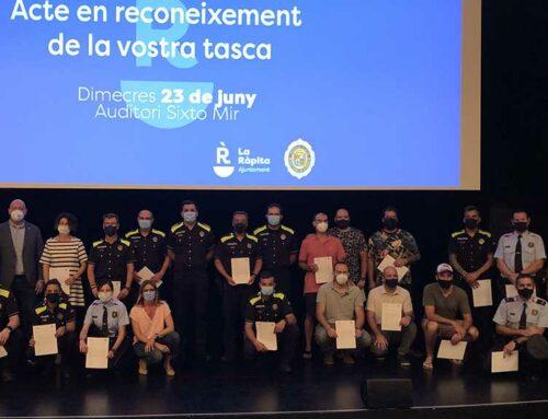 La Ràpita reconeix la tasca d'onze membres de la policia local, cinc del Cos de Mossos d'Esquadra i deu ciutadans del municipi
