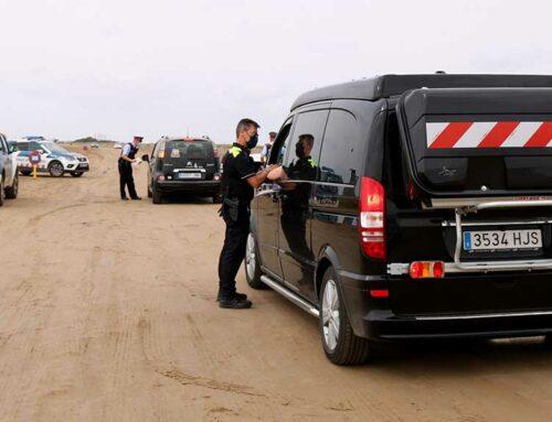 Els cossos policials fan controls informatius per conscienciar els visitants d'un ús sostenible i respectuós del delta