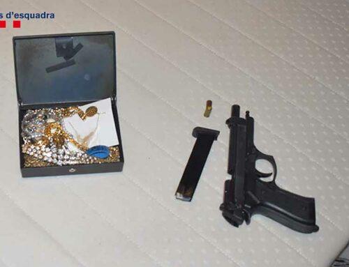 Dos detinguts per robar en una casa de l'Ametlla de Mar després de lligar la propietària i amenaçar-la amb una pistola
