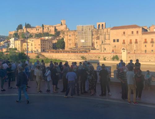Unes 150 persones es manifesten a Tortosa en contra de la retirada del monument