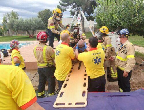 Rescaten un operari caigut a una piscina a Miravet