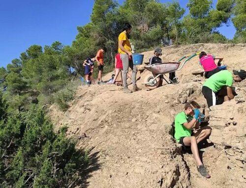 Un camp de treball de joves recupera una trinxera de la Guerra Civil a Ascó
