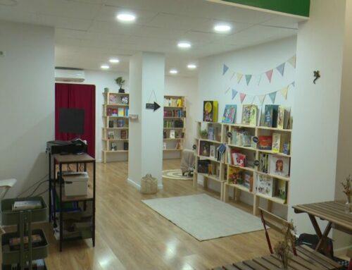 La llibreria La Irreal puja la persiana al centre de Tortosa