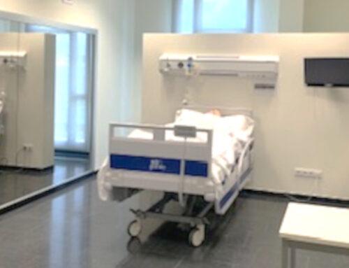 El Campus Terres de l'Ebre de la URV incorpora una aula de simulació clínica per a estudiants i residents