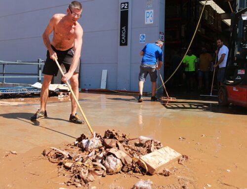 Les empreses del polígon Valldepins d'Ulldecona treballen a contrarellotge per retirar el fang i recuperar la normalitat